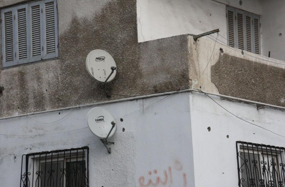 fori di proiettili sui muri