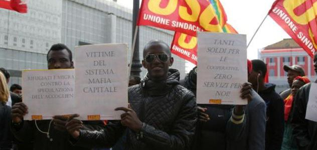 Napoli rifugiati di nuovo in piazza contropiano for Questura napoli permesso di soggiorno