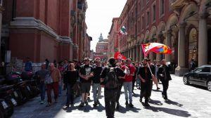 Bologna, asia in corteo