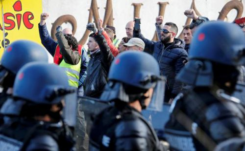 French gendarmes take position after striking workers blockaded roads near the oil refinery at Fos-sur-Mer, near Marseille, France, May 24, 2016 as France's hardline CGT and FO unions continue their stance against labour market reforms.   REUTERS/Jean-Paul Pelissier