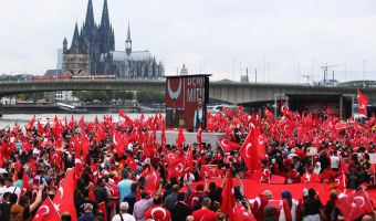epa05449951 Supporters and protestors wave Turkish flags during a pro-Erdogan rally in Cologne, Germany, 31 July 2016. Extra police have been deployed to Cologne where tens of thousands of protestors are expected to participate in the pro-Erdogen rally, in support of the Turkish President.  EPA/OLIVER BERG