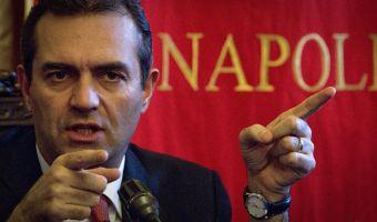 Il sindaco di Napoli Luigi De Magistris durante la conferenza stampa al palzzo San Giacomo di Napoli sede del Comune , 21 gennaio 2014. ANSA / CIRO FUSCO