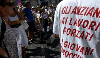Foto Daniele Leone / LaPresse Cronaca Roma 29.08.2014 Manifestazione insegnanti precari ed esodati, piazza dei S.S. Apostoli