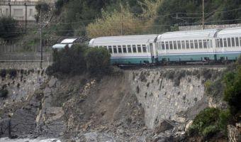 treno-deragliato-ad-andora_savona