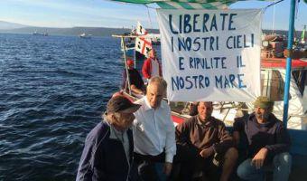 Protesta pescatori a Capo Frasca con deputato Mauro Pili