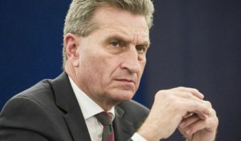Das Europaparlament in Strassburg debattiert den umstrittenen Kurs der polnischen Regierung/ 190116***Guenther Oettinger  , EU commissioner for Digital economy   during debate on the situation in Poland at European Parliament headquarters in Strasbourg, France on 19.01.2016 ***  Action press LaPresse  -- Only Italy *** Local Caption *** 21077196