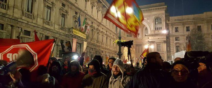 Milano, scala contestazione