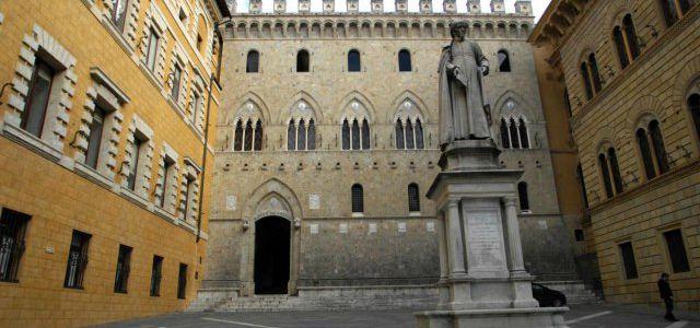 SIENA 25-01-2013Piazza Salmbeni sede centrale di MPSFoto Riccardo Sanesi/LaPresse