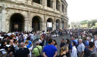 Colosseo turisti in fila