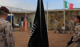 Un momento della cerimonia commerativa nella sede dell'Europea Union Training Mission Somalia in occasione della cerimonia commemorativa dei combattimenti avvenuti presso il pastificio di Mogadiscio il 2 luglio 1993 durante i quali persero la vita 3 soldati italiani ed altri 23 furono feriti, 2 Luglio 2014. ANSA/ UFFICIO STAMPA/ ESERCITO ITALIANO   +++ NO SALES EDITORIAL USE ONLY +++
