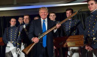 Trump con fucile