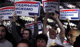 epa05270904 Supporters of Serbian Progressive Party (SNS) applaud and hold banners reading 'United we can all' during an election campaign rally in Belgrade, Serbia, 21 April 2016. Voters in Serbia are having a snap parliamentary election on 24 April 2016,  EPA/KOCA SULEJMANOVIC