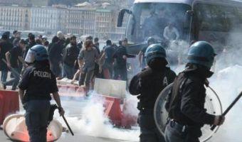 repressionenapolipolizia