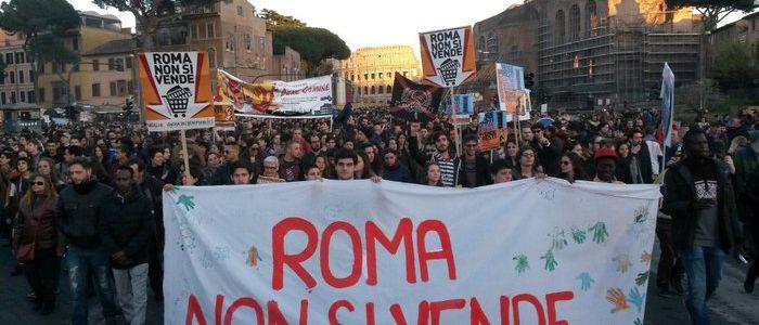 Momento della manifestazione 'Roma non si vende'