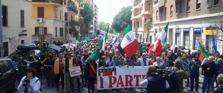 Roma. Un corteo di popolo celebra il 25 Aprile, senza il Pd e l?arroganza dei sionisti