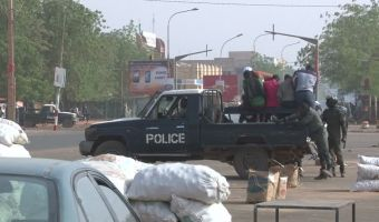 698390757-niamey-opposition-niger-river-police