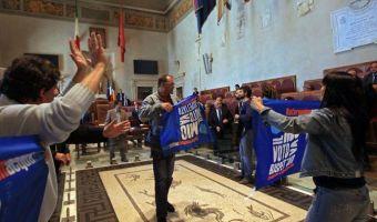 Roma comitati per l'acqua blitz in aula giulio cesare in campidoglio - fotografo: benvegnù - guaitoli - lannutti