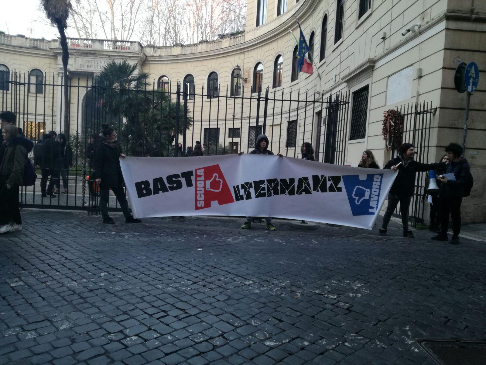 Roma Assemblea A Liceo Artistico Bastalternanza Contropiano