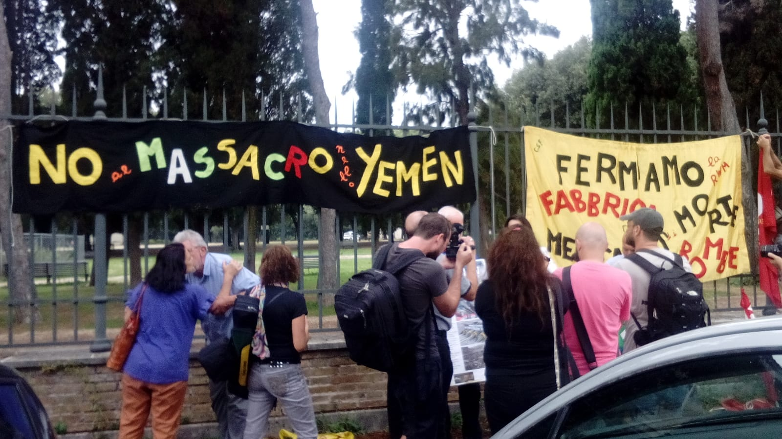 Risultati immagini per Presidio pacifista davanti l'ambasciata dell'Arabia saudita