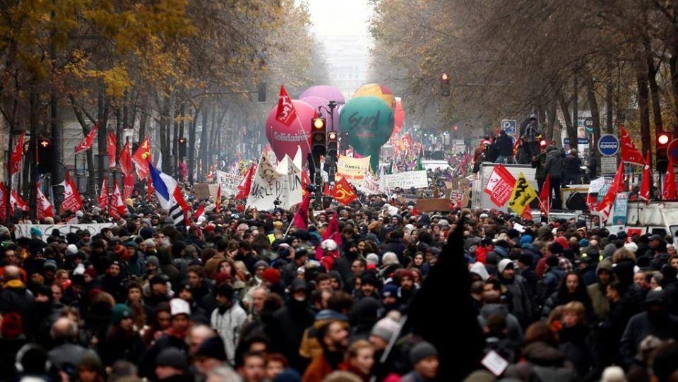 """Risultato immagini per manifestazione contro Macron a Parigi del 5 dicembre"""""""