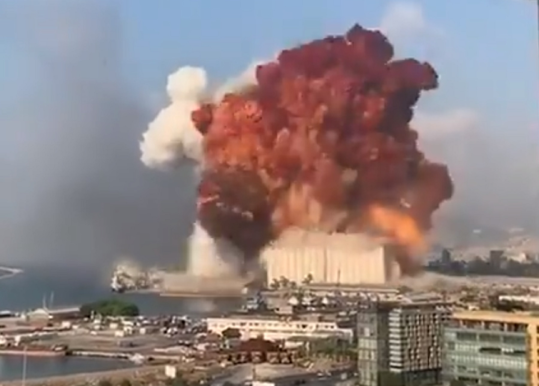 Spaventosa esplosione a Beirut. Decine di morti, migliaia i feriti ...